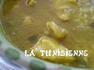 Chorba tunisienne dorée au poulet