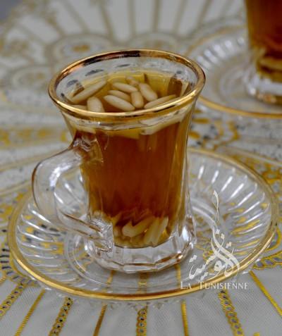 Thé à la menthe et aux pignons