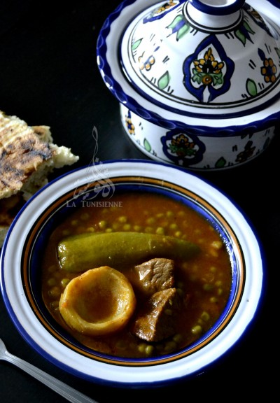 Sauce tunisienne aux petits pois et artichauts – Marqet jelbana bil ganariya